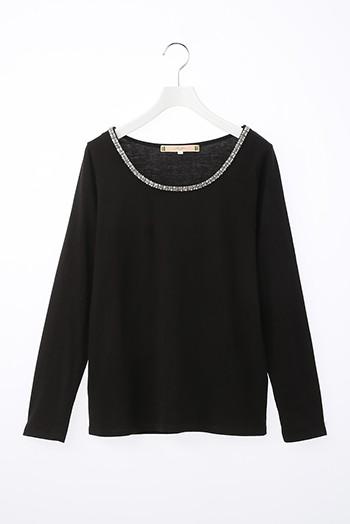 黒長袖シャツ