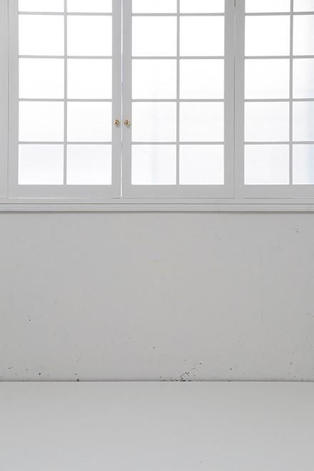 窓前x白デコラ